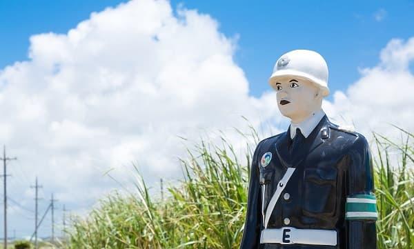 警察の人形のアイキャッチ画像