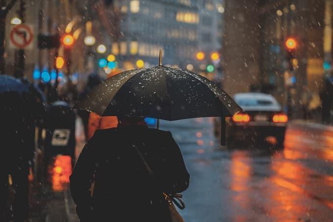 雨の日をイメージしたアイキャッチ画像
