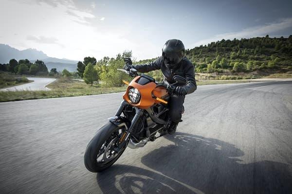 バイクの乗っている様子のアイキャッチ画像