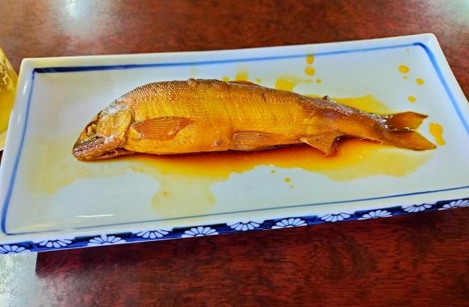 揖斐川町のやなで食べた鮎料理の写真