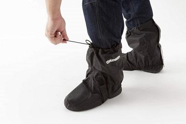 シューズカバーの履き方の画像