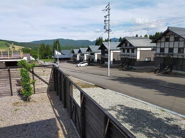 郡上ひるがののキャンプ場にあるコテージからの風景写真