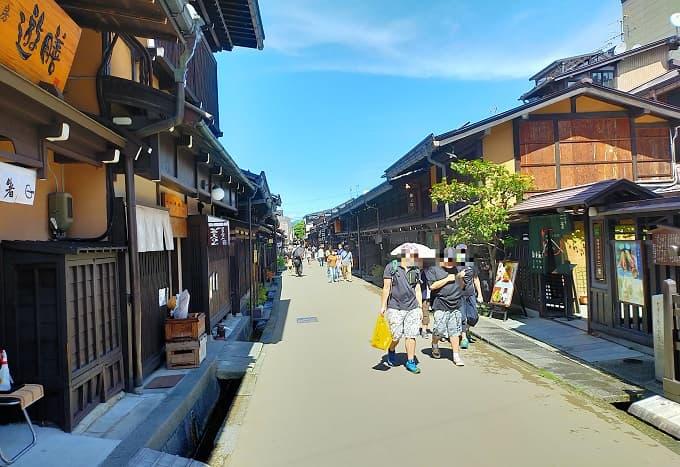 高山の古い町並み写真