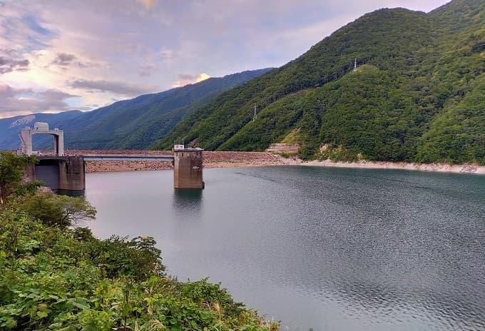 高山エリアにある御母衣ダムの写真