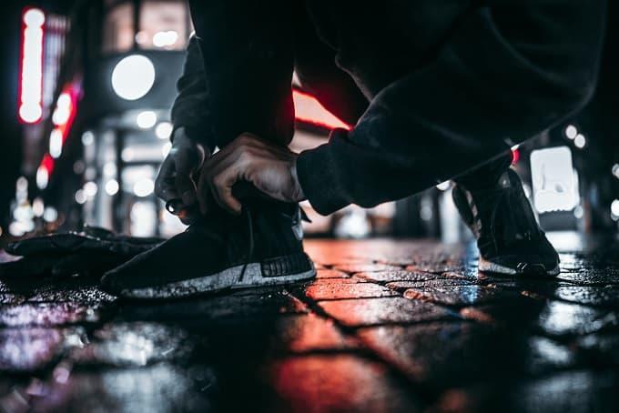 雨と靴のイメージ画像