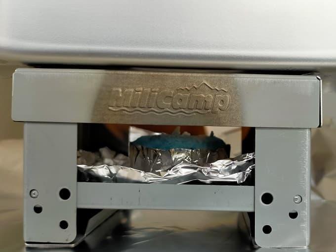 おすすめのMilicamp製メスティンで固形燃料を燃焼した様子の写真
