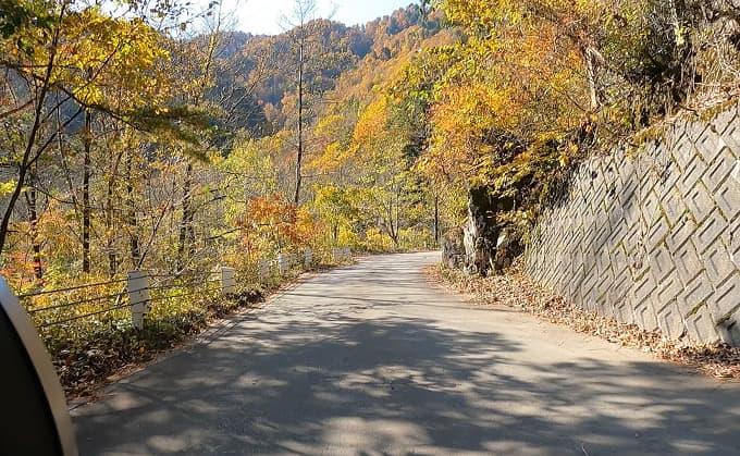 白川郷周辺の白水湖へのアクセス道路写真