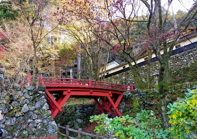 横蔵寺の紅葉写真