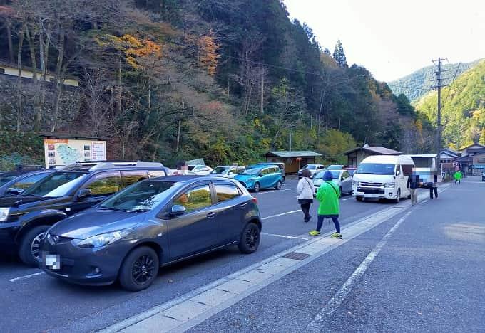 横蔵寺の駐車場写真