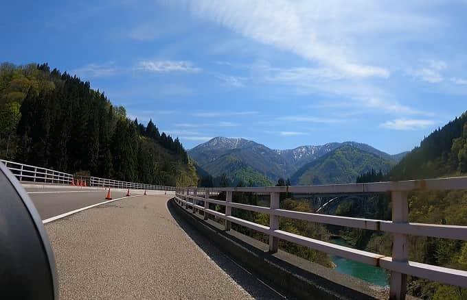 飛越合掌ライン付近の絶景ロード(国道156号線)